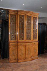 Bücherregal gemalt  Regent Satinwood Breakfront Bücherregal gemalt Sheraton Antik ...