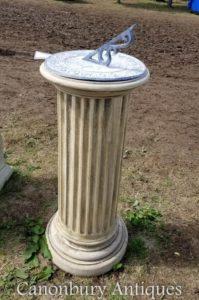 Klassischer Stein Doric Sundial Garden Art Zeit