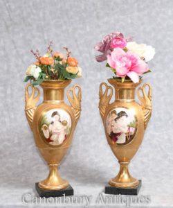 Französische Sevres-Porzellan-Vasen-Schwan behandelt Mädchen
